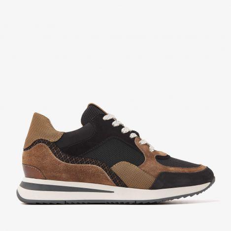 Nora Sooth black sneakers