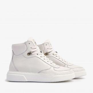 Juno Lee witte sneakers