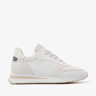 Nora Seek witte sneakers