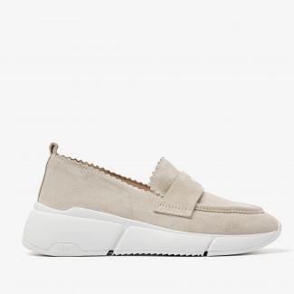 Celina Loavy beige loafers